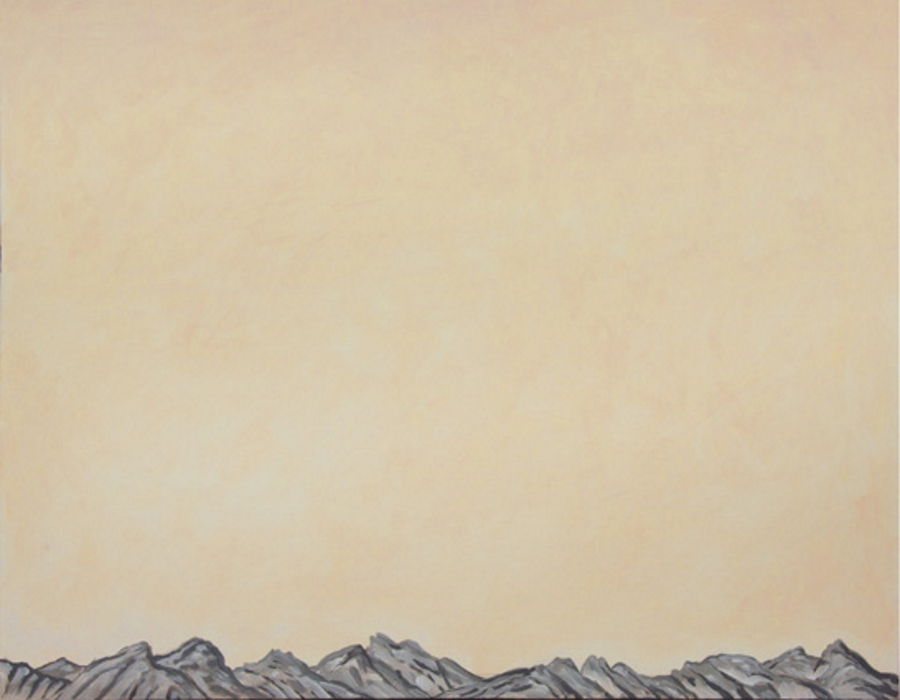 Dunkle Wolken über Gebirge